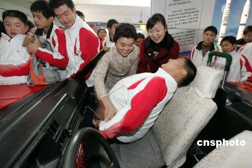 图:郑州中学生科技馆内上性教育课