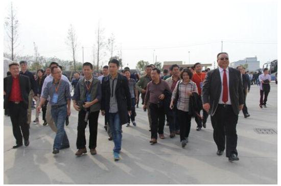 中国木门技术大会代表参观大自然木门泰州生产基地