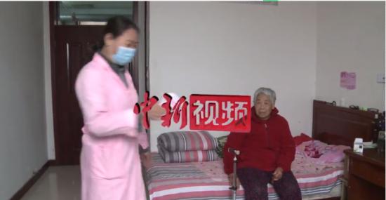 """探�L疫情下的(de)石(shi)家�f�B老(lao)院�U送餐到房(fang)�g(jian) """"�(yun)探望""""解�n愁"""
