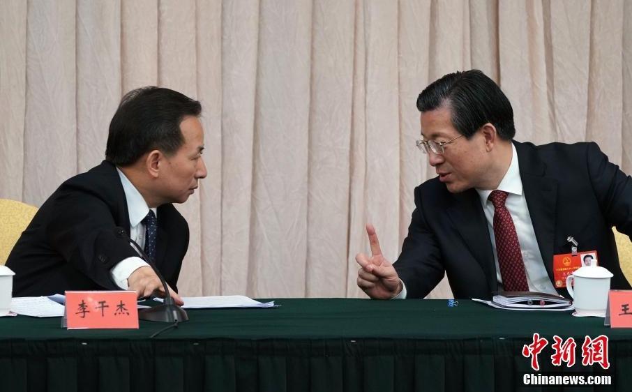 全国人大河北省代表团举行全体会议 王东峰与李干杰交流